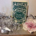 Das Buch Dunkelsprung mit Blumen