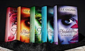 Ein Regenbogen aus Büchern. Dafür wurden die Plötzlich Prinz und Salon Bücher verwendet