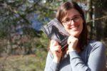 Andrea Ego mit ihrem Buch